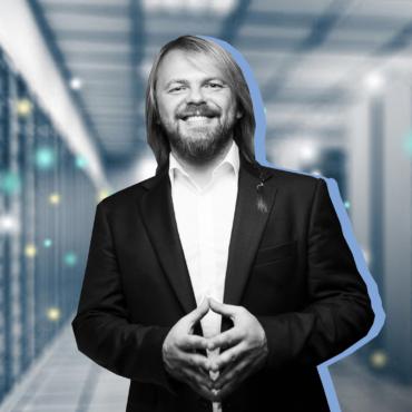 «Человек. Модель 2». Визионер Евгений Черешнев — о том, почему нельзя верить Facebook и каким станет будущее человечества