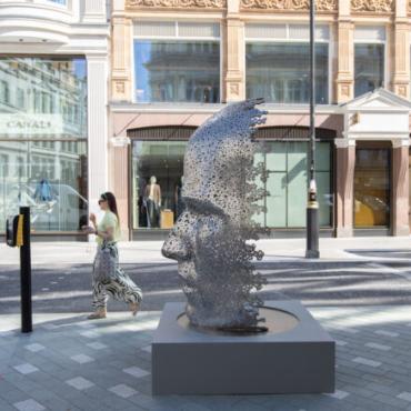 Лондонцев приглашают прогуляться по «Скульптурной тропе» в районе Мейфэр