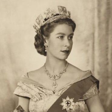 Студенты назвали портрет Елизаветы II символом «колониальной истории»