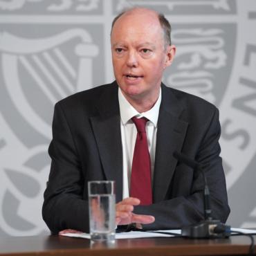 Полиция расследует нападение на главного врача Англии