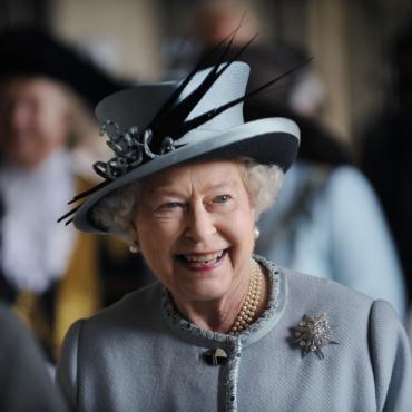 Драгоценная десятка: любимые броши королевы Елизаветы II