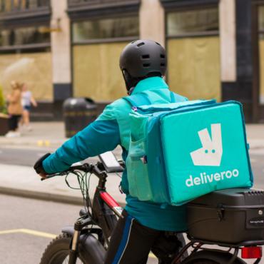 Deliveroo будет оповещать своих клиентов об усиленном тестировании на COVID-19 в их районах