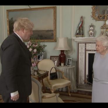 Опубликовано видео первой за полтора года «очной» встречи Елизаветы II и Бориса Джонсона