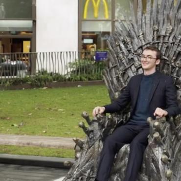 Железный трон из «Игры престолов» установлен в центре Лондона