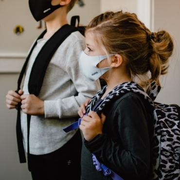 «Зима в июне»: английские больницы переполнены детьми с простудами