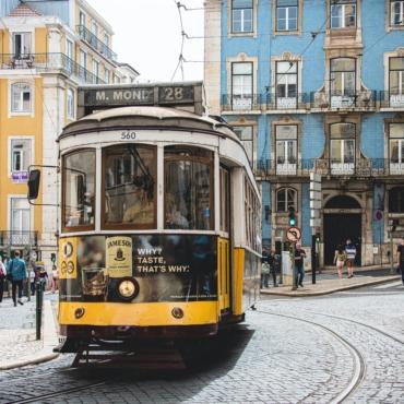Португалию исключили из зеленого списка. Что делать тем, кто собрался туда в отпуск?