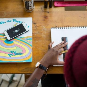 В Британии могут запретить использовать мобильные телефоны в школах