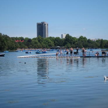 Открытый бассейн в Гайд-парке Лондона вновь заработал для посетителей