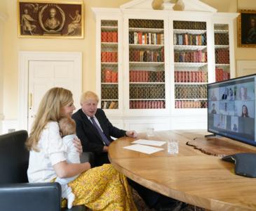 Британский премьер Борис Джонсон и его супруга Кэрри ждут второго ребенка