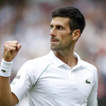 Джокович победил на Уимблдоне и сравнялся с Федерером и Надалем по числу трофеев