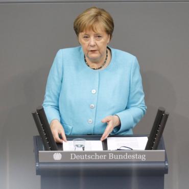 Меркель во время визита в Британию встретится с Джонсоном и Елизаветой II