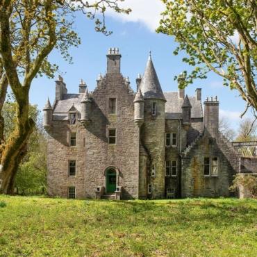 В Шотландии продают старинный замок по цене ниже стоимости квартиры в Лондоне