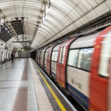 Лондонцам придется носить маски в общественном транспорте и после 19 июля