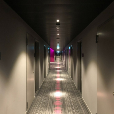 Британское правительство может ввести скидки на проживание в карантинных отелях