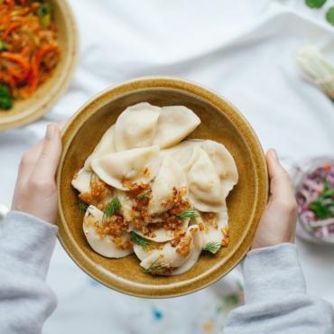10 ресторанов в Великобритании, где готовят борщ, пельмени и хачапури