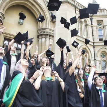 Иностранные выпускники вузов для Великобритании ценнее местных