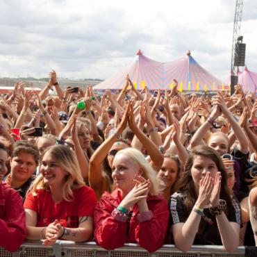 На музыкальном фестивале Reading&Leeds откроют пункты вакцинации для посетителей