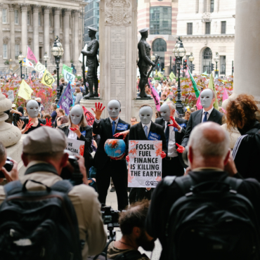 «Кровавый» марш и сотни арестов: первая неделя протестов Extinction Rebellion в Лондоне. Фоторепортаж