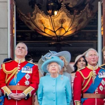 Принц Чарльз полагает, что его младший брат Эндрю никогда не сможет вернуться к публичной жизни
