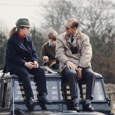 Дети и внуки принца Филиппа о его шутках, слабостях и подарках: самые интересные моменты нового фильма Би-би-си
