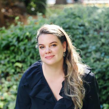Что читает Вера Полозкова? 5 книг, которые поэтесса привезла с собой в Лондон