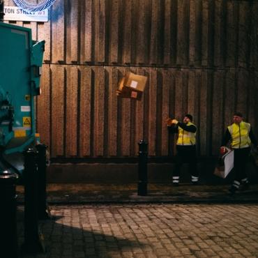 Британcкие местные власти жалуются на проблемы с вывозом мусора из-за нехватки водителей