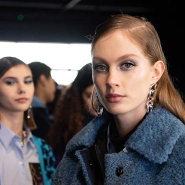 Молодые дизайнеры и громкие имена: чего ждать от Лондонской недели моды
