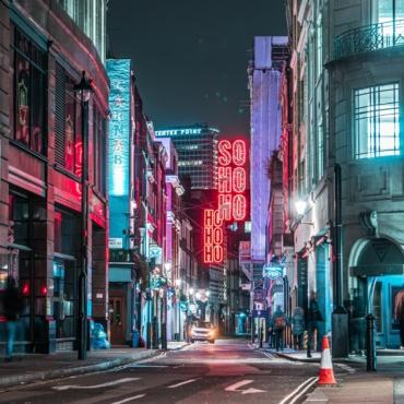 Жители лондонского Сохо смогут больше влиять на жизнь своего шумного района