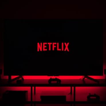 Netflix расширяет присутствие в Британии: компания на долгий срок арендовала студии, где снимали Бондиану
