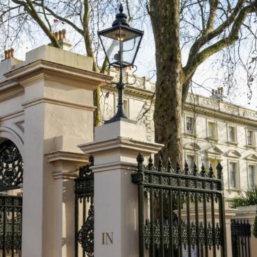 Самые дорогие улицы в Лондоне: Kensington Palace Gardens вне конкуренции, но дом-рекордсмен находится не там