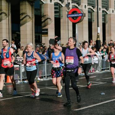 Экс-глава Минздрава принял участие в Лондонском марафоне
