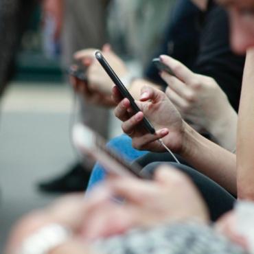 Что пишет британская пресса о перебоях в работе Facebook, Instagram и других социальных сетей