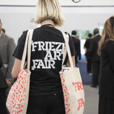 Как бесплатно попасть на лондонский Frieze — крупнейшую арт-ярмарку