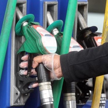 Бензин в Великобритании подорожал почти до рекордного уровня
