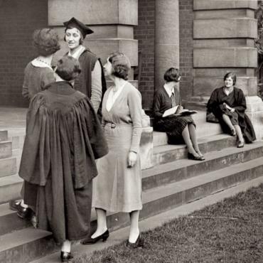 День в истории: 7 октября 1920 года женщины получили право на соискание ученых степеней в Оксфорде